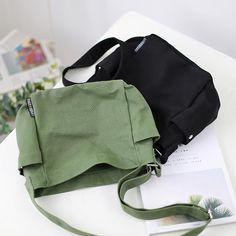 Sacs Tote Bags, Diy Tote Bag, Messenger Bags For School, Summer Tote Bags, Canvas Crossbody Bag, Canvas Shoulder Bag, Cute Bags, Casual Bags, Handmade Bags