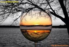 *The beauty of a sunset in a glass of wine. Beso de Vino - Expolore the best and the special ideas about Wine time Cool Photos, Beautiful Pictures, Wine Photography, Splash Photography, Reflection Photography, Travel Photography, Wine Art, Wine Quotes, Wine Time