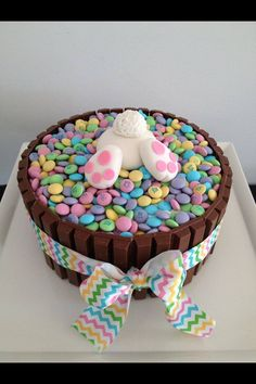 ideas for easter feast sweets easter bunny popo figurine from fondant - Kuchen - Cake-Kuchen-Gateau Easter Dinner, Easter Party, Bunny Party, Easter Gift, Hoppy Easter, Easter Eggs, Easter Food, Easter Bunny Cake, Easter Baking Ideas