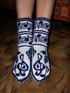 Upeita kirjoneuleita Crochet Socks, Knit Mittens, Knitting Socks, Knit Crochet, Knitting Patterns Free, Free Knitting, Knitting Projects, Crochet Projects, Stocking Pattern