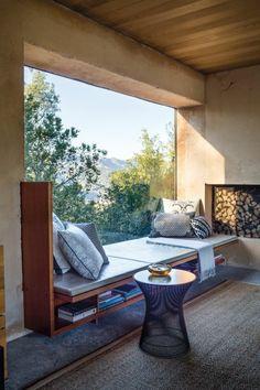 Sitzecke auf der Fensterban im landhaus