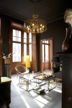 'twas a dark and sexy living room, but the sunlight broke in and made this fabulous lucite table sparkle…