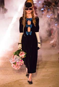Gucci Resort 2019 Arles Collection - Vogue Модное Дефиле, Модели, Модные  Тенденции, Женская 6c870dccca6