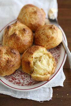 Garlic Cheddar Brioche Buns | girlversusdough.com