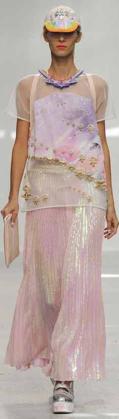 Manish Arora SS 2015 - Manish gets it right every time. His quirky yet elegant pieces are elaborate and unique and make me consider the placement of print and embellishment along with the ways in which embroidery and beading can be use to create amazing accessories