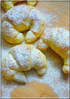 Limara péksége: Csokis-gesztenyés sodort kifli Hungarian Desserts, Hungarian Recipes, Sweets Recipes, Cooking Recipes, Delicious Desserts, Yummy Food, Sweet Buns, Eat Seasonal, Best Italian Recipes