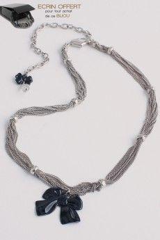 Idée cadeau bijoux. Le collier noeud papillon.