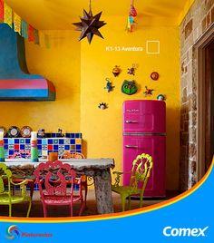 El color amarillo del sol, el rosa mexicano y el azul de nuestras playas. Todos los colores de mi México en una cocina.