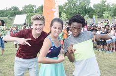 Nickelodeon+100+Things+Before+High+School+yMoWr6nCX8ll.jpg (600×399)