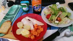 Merluza con patatas y zanahoria al horno y ensalada!