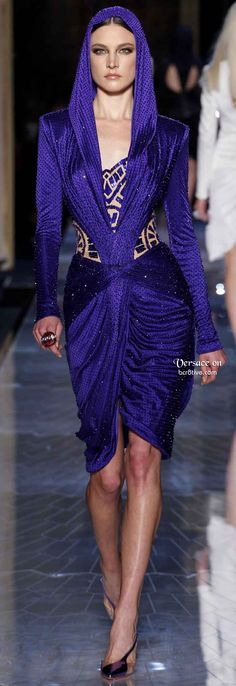 Atelier Versace Spring 2014 Haute Couture: I don't know why but I freaking love this!!
