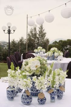 Divine Floréal: Chic White and Blue Chinoiserie Wedding at Shek O Golf and Country Club Creative Wedding Favors, Inexpensive Wedding Favors, Bridal Shower Decorations, Wedding Decorations, Blue White Weddings, Mo S, Wedding Table, Flower Arrangements, Wedding Flowers