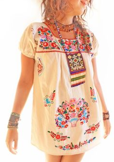 I might have to get me another mexican embroidered dress Mexican Fashion, Folk Fashion, Ethnic Fashion, Girl Fashion, Hippie Style, Bohemian Style, Boho Chic, My Style, Mexican Embroidered Dress