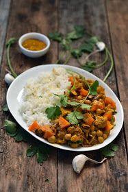 Dorian cuisine.com Mais pourquoi est-ce que je vous raconte ça... : Notre curry de légumes parce que les recettes naissent comme ça des fois... Dorian Cuisine, Le Curry, Chana Masala, Comme, Cooking, Ethnic Recipes, Salads, Coriander Leaves, Tomato Paste