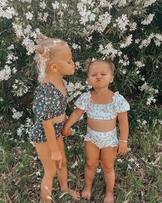 """Kenzie Lunt auf Instagram: """"Little best friends, I don't know what they or me & @jamee_folsom would do if they didn't have eachother 👯♀️ #cottononkidscrew…"""" Cute Baby Girl Names, Unique Baby Names, Cute Baby Clothes, Twin Baby Girls, Pretty Names, Cute Names, Kid Names, Cute Baby Videos, Cute Baby Pictures"""