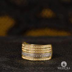 Bague Grec en Or 10-Karat Bague ornée de motifs grecs Fabriqué en Italie Ajustable au besoin Vient avec un emballage personnalisé et une boîte élégante Medusa. Délivrée avec certificat d'authenticité qui peut être utilisé à des fins d'assurance. Tous les bijoux sont estampés en fonction de leur pureté d'or. Chaque achat est couvert par une garantie de 100 jours contre les défectuosités. Ne couvre pas les dommages physiques. Bijoux Medusa n'est pas un revendeur ou un partenaire officiel Versace,