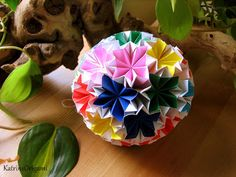 Origami, the art of paper folding: Origami kusudama traditional Venus