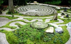 Labyrinth garden.... I <3 lil pathways & rock & stone gardens. Its diff from what Im looking to do, but I still like it!!