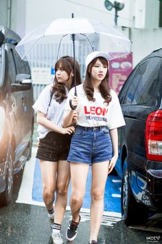 Shared by gfriend. Find images and videos about kpop, gfriend and yerín on We Heart It - the app to get lost in what you love. Kpop Fashion, Korean Fashion, South Korean Girls, Korean Girl Groups, Euna Kim, Denim Shorts Style, Gfriend Sowon, G Friend, Soyeon