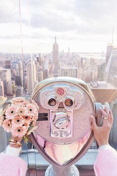 Flowers, love and New York skyline views on the Rockefeller Center I New York http://www.ohhcouture.com/2017/02/monday-update-43/ #ohhcouture #leoniehanne