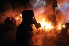 protestors in the ukraine fire