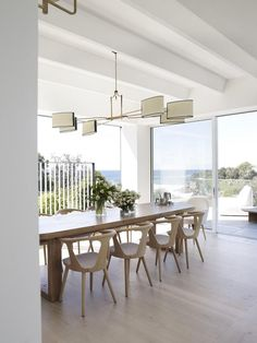 Most Design Ideas White Wood Dining Room Chairs Pictures, And Inspiration – Modern House Dining Room Lighting, Dining Room Chairs, Dining Room Furniture, Dining Area, Location Table, Minimalist Dining Room, Modern Minimalist, Suburban House, 1950s House
