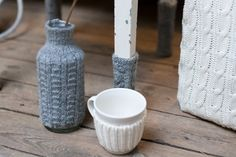 27 Amazing Fall Furniture And Accessories : 27 Fall Furniture And Accessories With Hardwood Floor And Wooden Table Legs And Plant Pot Sewing Crafts, Sewing Projects, Projects To Try, Diy Crafts, Sweater Pillow, Old Sweater, Sweaters, Alter Pullover Diy, Pullover Upcycling