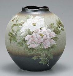 Kutani-yaki:九谷焼 花瓶 8号 牡丹.