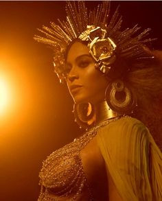 Beyoncé gives a breathtaking performance at the 2017 Grammy Awards