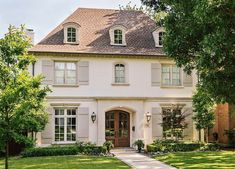 There are few things finer than French architecture. French country exterior design homes are a perfect marriage of traditional values and innovation. Design Exterior, House Paint Exterior, Exterior Paint Colors, Stucco Colors, Stucco Exterior, Exterior Shutters, Exterior Homes, Homes With Shutters, Beige House Exterior