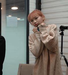 R Man, Sakura Miyawaki, Japanese Girl Group, Beautiful Fairies, Kim Min, Korean Girl, Kpop Girls, Boy Or Girl, Fairy