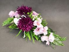 Cemetery Flowers, Gladioli, All Souls, Arte Floral, Ikebana, Floral Arrangements, Floral Wreath, Projects To Try, Florists