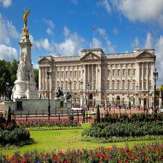 Londres - Palácio de Buckingham. Visiteipor dentro qdo a rainha estava em ferias. Os jardins, nos fundos do palácio são magnificos.