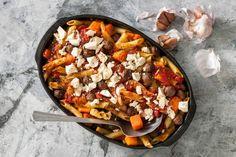 Pompoen is een echte herfstheld. De lichtzoete groente is lekker in deze ovenschotel met runderballetjes en penne - Recept - Allerhande