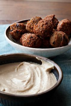 Traditional falafel from Chef Einat and Taim in NYC, you can make it your own at home with olives, harissa or herbs, The best. Jewish Recipes, Greek Recipes, Israeli Recipes, Arabic Recipes, Israel Food, Homemade Tahini, Ras El Hanout, 4 H, Salads