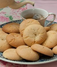 Let's have some pretty good taste about the cookiezz🍘 Greek Sweets, Greek Desserts, Greek Recipes, My Recipes, Cookie Recipes, Greek Cookies, Biscotti Cookies, Ice Cream Pies, Easter Recipes