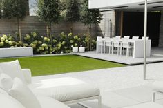 Gartenmöbel, mit den man den ganzen Tag draußen verbringen kann moderner Vorgarten