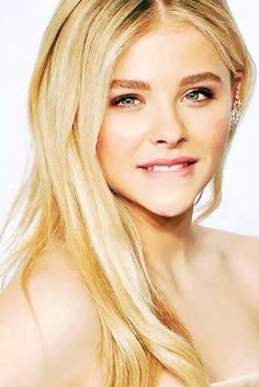 Check out 20+ cute thing Do that makes guy .... Cute Things Girls Do, Chloë Grace Moretz, Beauté Blonde, Hollywood Actress Photos, Actrices Hollywood, Girls Gallery, Woman Crush, Beautiful Celebrities, Models