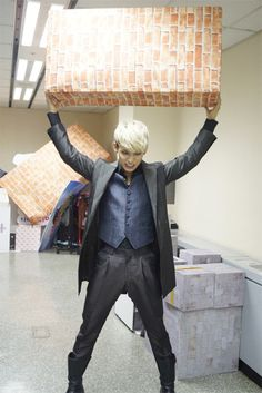 I AM THE HULK! Secret identity: Hyunsik. Oops i said too much Hyunsik Btob, Lee Changsub, Yook Sungjae, Minhyuk, Im Hyun Sik, Hyung Sik, Nu'est Jr, Kpop Fashion, Mens Fashion