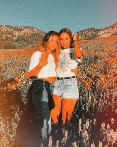 Lake Pictures Discover Bff Pictures Friends dm for original photo credit :) Best Friends Shoot, Cute Friends, Photoshoot Ideas For Best Friends, Poses With Friends, Best Friend Fotos, Photos Bff, Bff Pics, Cute Friend Pictures, Friend Pics