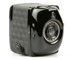 "The 4.5 x 6 ""Filma"" - Italian design. www.italianways.com/the-4-5-x-6-filma-from-bencini-to-ferrania-a-great-little-camera/"
