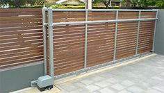 I appreciate this amazing white fence Diy Backyard Fence, Backyard Landscaping, Wood Fence Gates, Electric Gates, Sliding Gate, Home Building Design, Driveway Gate, Modern Fence, Exterior Remodel