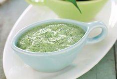 Iaurtul este un produs lactat bogat în calciu, fosfor, magneziu, potasiu și vitamina B12 – elemente esențiale pentru anumite procese biologice, cum ar fi: metabolismul, reglarea presiunii sanguine și sănătatea sistemului osos. Din acest produs pot fi preparate o mulțime de sosuri și deserturi dietetice. Astăzi vă propunem să preparați un sos delicios din iaurt natural, verdeață și usturoi, care poate fi adăugat în salate sau servit alături de bucatele din carne sau cartofi. Acest sos aromat…