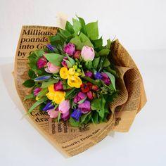 Mărțișoarele florale continuă și astăzi să ajungă la doamne.      Primăvara a venit anul acesta cu flori proaspete și parfumate ce le găsești aici : Napkins, Box, Tableware, Floral, Snare Drum, Dinnerware, Towels, Dinner Napkins, Tablewares