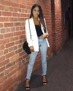 Como usar blazer em 2019 sem ficar careta How to Wear a Blazer in 2019 Without Grimacing White Blazer Outfits, Cute Casual Outfits, Stylish Outfits, Mode Outfits, Fashion Outfits, Womens Fashion, Fashion Tips, Look Blazer, Dinner Outfits