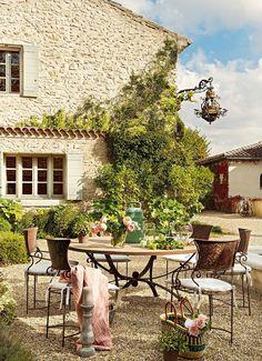 Jurnal de design interior - Amenajări interioare : Clasic și feminin într-o casă din sec. al XVIII-lea din sudul Franței