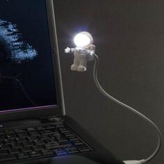 宙に浮く宇宙飛行士のUSB LEDライト | roomie(ルーミー)