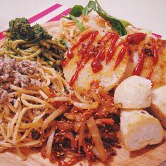 夜ご飯❤️! 今日はなんだか沢山つくっちゃった!!(๑´ڡ`๑) ・春菊と白だしのパスタ風 ・椎茸とガーリックのパスタ風 ・里芋の素揚げ ・大根カツ ・ヤーコンのきんぴら ・白菜サラダ  いろーんな野菜を、いろーんなパターンでお料理すると、お皿の上が賑やかで楽しいっ*・゜・*:.。.:*・'(*▽*)'・*:.。.:*・゜・* そうそう、パスタ風ってゆーのは、 実は『トマト素麺』から作っているからなんです!∠( 'ω')/ お野菜が練り込まれてる、珍しい素麺を  昨日、代官山の朝市で購入したから、早速使ってみました❤️ ほんのりトマトの味もして、美味しいー!ૢ(๑'ω'๑)  ご馳走様❤️ #夜ご飯 #プレート #カツ #素麺 #野菜素麺 #パスタ #きんぴら #里芋 #サラダ #オーガニック #有機 #手作り #お家 #ご飯 #春菊 #椎茸 #instacook  #instapic  #instagood  #instadaily