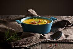 """Das Auge isst ja bekanntlich mit... so auch bei dieser Suppe mit ihrerunglaublichen Farbe. Wenn das Wetter draußen grau in grau ist und der Nebel über den Häusern hängt, dann ist diese Suppe der ultimativeFarbklecks... Im ersten Moment könnte sich die Kombi etwas """"außerirdisch"""" anhören. Ichhabe mich"""