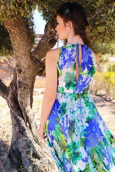 Modelo Dalia con estampado floral azul Tienda online: www.mariapla.es Vestido largo vaporoso, con estampado floral